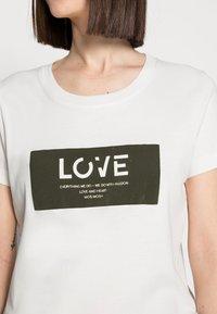 Mos Mosh - CHÉRIE TEE - Print T-shirt - grape leaf - 4