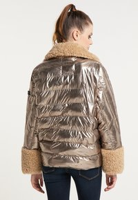 Frieda & Freddies - STEPPJACKE VANESSA MIT OVERSIZE SCHNITT - Winter jacket - gold - 2