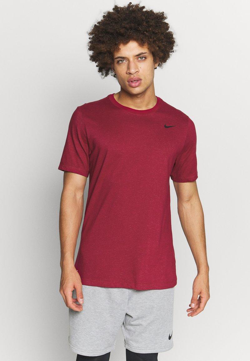 Nike Performance - DRY TEE CREW SOLID - Camiseta básica - noble red/pink foam