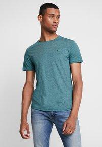 Tommy Jeans - ESSENTIAL JASPE TEE - T-shirt basic - atlantic deep - 0