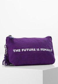 Kipling - CREATIVITY L - Trousse - future purple - 0