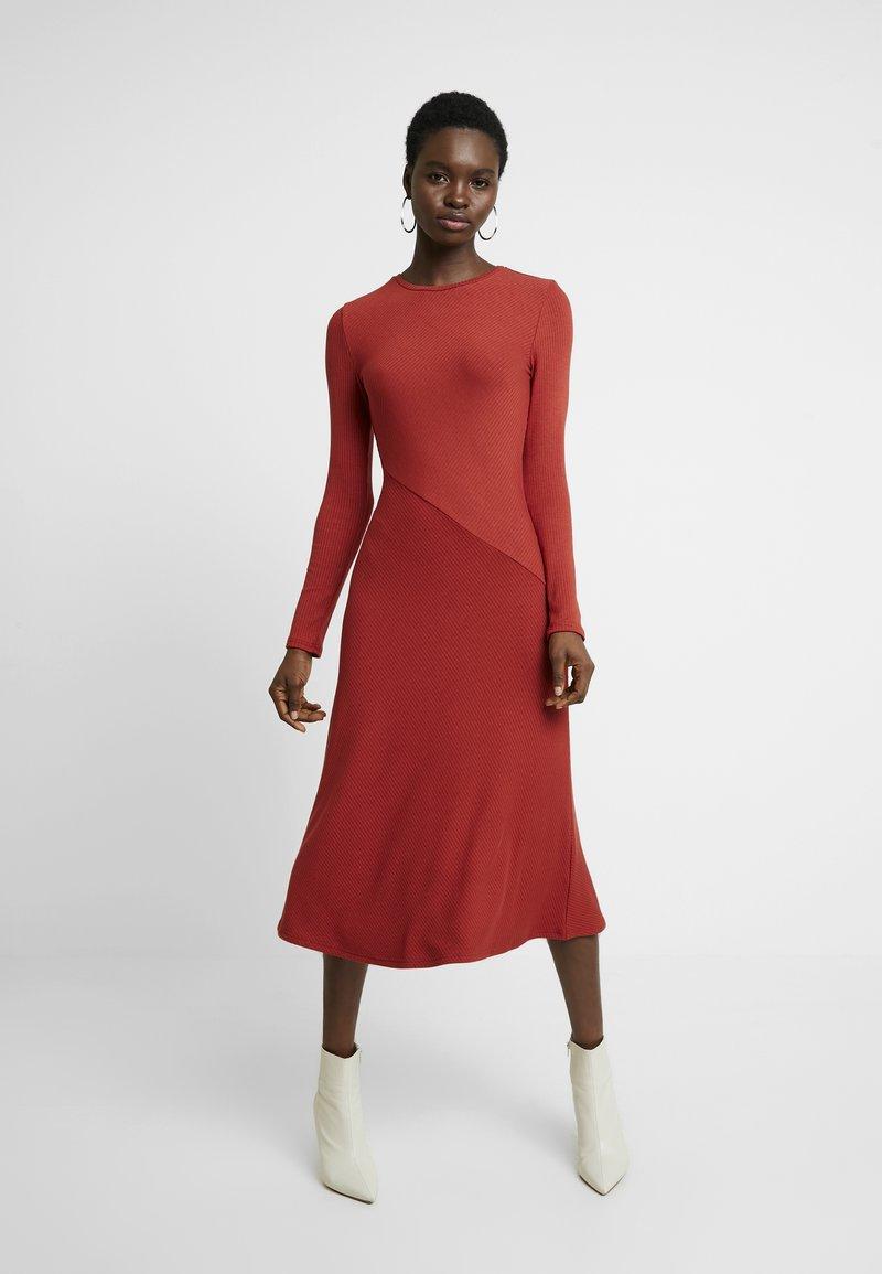Zign - BASIC - Abito in maglia - red