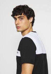 Calvin Klein - BOLD STRIPE LOGO - T-shirt con stampa - black - 3
