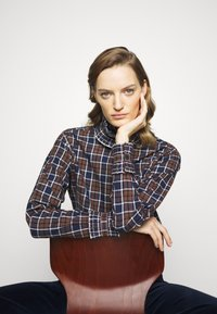 Victoria Beckham - RUFFLE - Button-down blouse - brown/navy - 3
