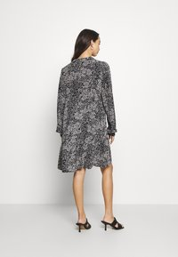Vero Moda - VMCAITLYNN SHORT DRESS - Blousejurk - black/caitlynn/snow white - 2