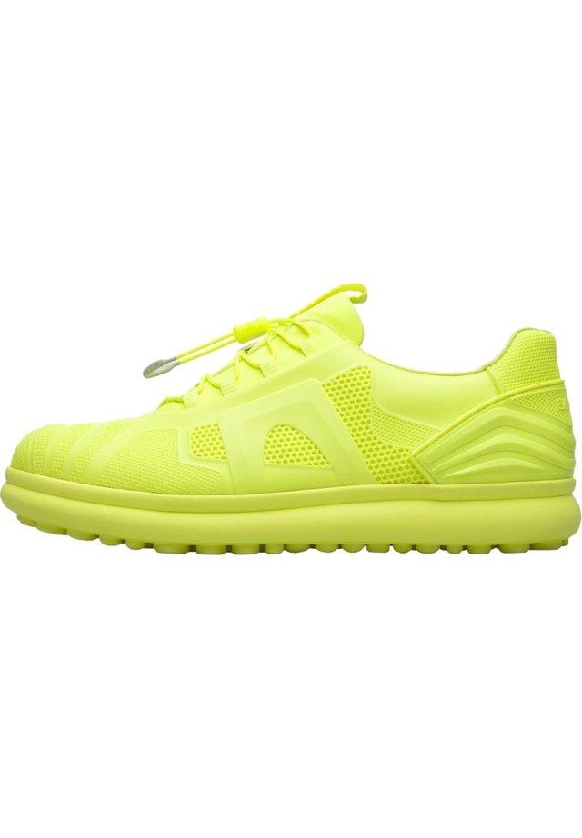 CAMPER PELOTAS PROTECT K100507-010 BASKETS HOMME 39 - Sneakersy niskie - gelb