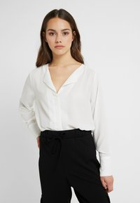 Selected Femme Petite - SLFSTINA DYNELLA - Blouse - creme - 0