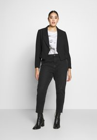 Simply Be - ESSENTIAL FASHION NEW CROPPED STYLE COLLAR - Blazer - black - 1