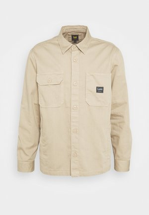 BOX POCKET OVERSHIRT - Lehká bunda - service sand