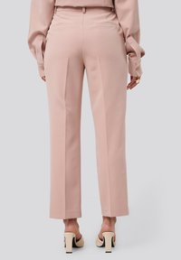 NA-KD - TAILORED CROPPED - Trousers - dusty pink - 2