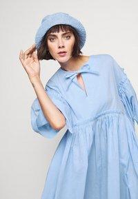 Henrik Vibskov - DARLING DRESS - Hverdagskjoler - light blue - 3