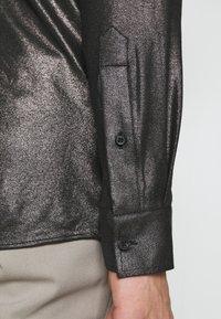 Twisted Tailor - SLEDGE SHIRT - Košile - black - 6