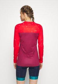 Triple2 - SWET NUL WOMEN - Langarmshirt - beet red - 2