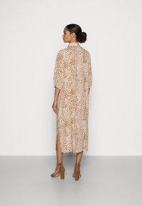 Rich & Royal - DRESS WITH LEO PRINT - Shirt dress - beige - 2