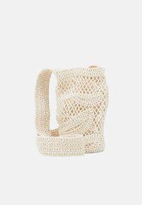 maje - BOTTLEBAG - Across body bag - blanc casse - 1