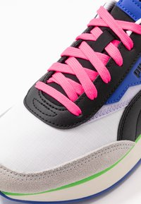 Puma - FUTURE RIDER PLAY ON UNISEX - Sneakers basse - white/gray violet/black - 5