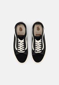 Vans - OLD SKOOL TAPERED UNISEX - Sneakers laag - black/natural - 3