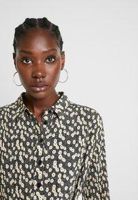 Selected Femme - SLFDITTE MIDI DRESS - Robe chemise - black - 4