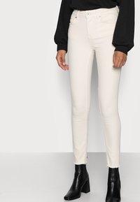 ONLY Petite - ONLBLUSH RAW - Jeans Skinny Fit - ecru - 0
