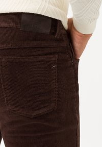 BRAX - STYLE COOPER FANCY - Trousers - brown - 4