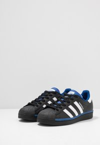 adidas Originals - SUPERSTAR - Sneakers laag - core black/footwear white/collegiate royal - 2