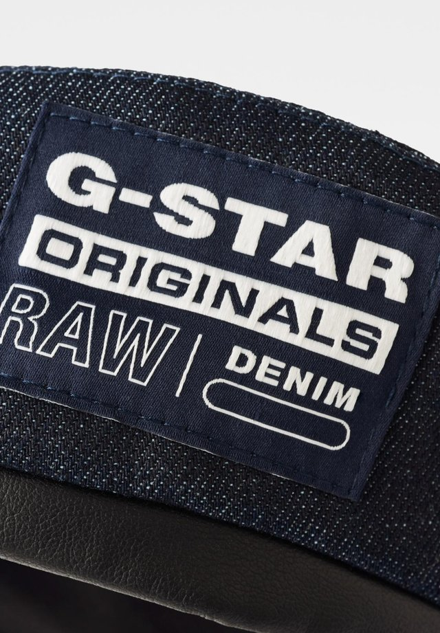BARRETT - Pet - raw denim