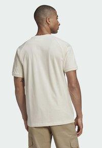 adidas Originals - ADICOLOR 3-STRIPES NO-DYE T-SHIRT - T-shirt basique - white - 2