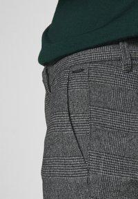 Only & Sons - ONSMARK PANTS CHECK - Pantalones - medium grey melange - 4