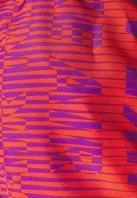 Nike Performance - AIR TEMPO SHORT - Short de sport - wild berry/team orange/silver - 2