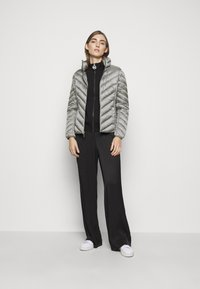 MICHAEL Michael Kors - SHORT PACKABLE PUFFER - Daunenjacke - concrete - 1