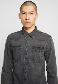 Levi's® - BARSTOW WESTERN SLIM - Shirt - black worn - 3