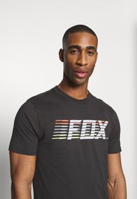 Fox Racing - LIGHTSPEED MOTH PREM TEE - T-Shirt print - black/white - 3