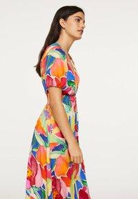 OYSHO - LONG MAXI-FLORAL DRESS 31992115 - Maxi dress - multi-coloured - 4
