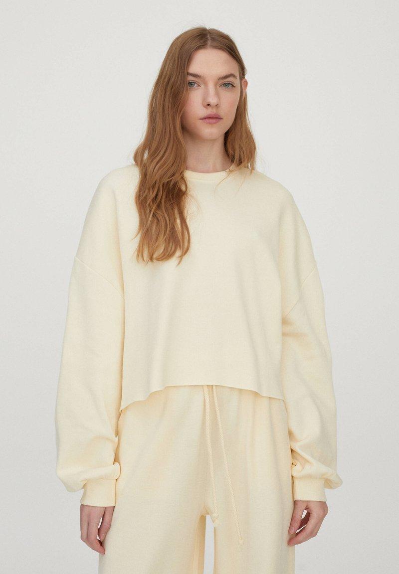 PULL&BEAR - Sweatshirt - yellow