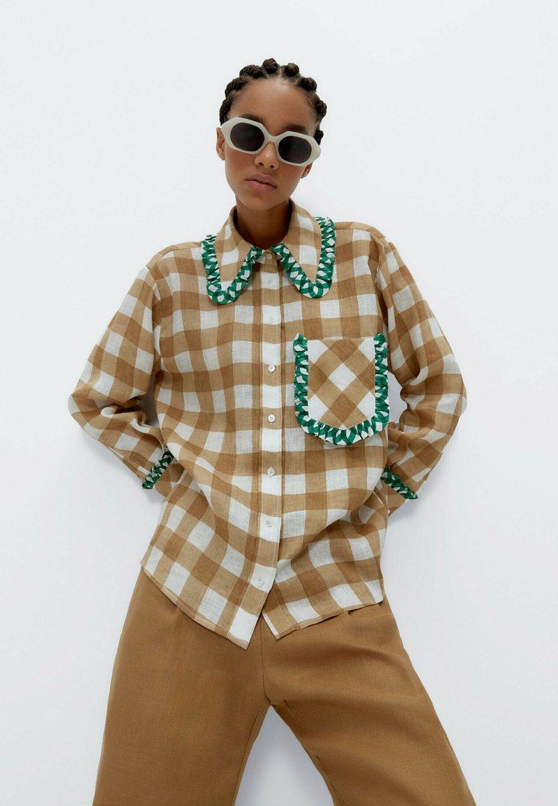 Uterqüe - MIT VICHYKAROS  - Button-down blouse - camel