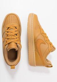 Nike Sportswear - COURT BOROUGH 2  - Sneakersy niskie - wheat/gum/light brown - 0