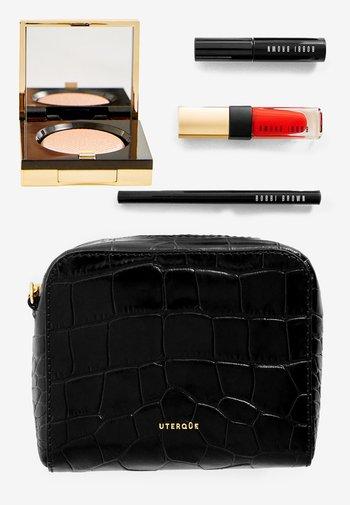 FROM DESK TO DRINK SET - Makeup set - -