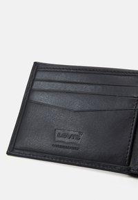 Levi's® - CASUAL CLASSICS HUNTE COIN BIFOLD BATWIN - Plånbok - regular black - 4