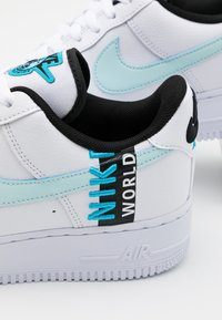 Nike Sportswear - AIR FORCE 1 '07 LV8 WW UNISEX - Trainers - white/blue fury/black - 5