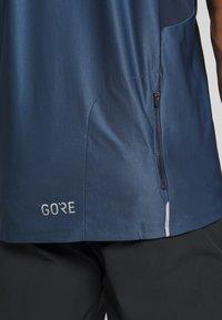 Gore Wear - ZIP TRIKOT - Print T-shirt - deep water blue/orbit blue - 5