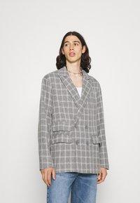 Mennace - BREEZE DOUBLE BREASTED CHECK SUIT JACKET - Blazer jacket - grey - 0