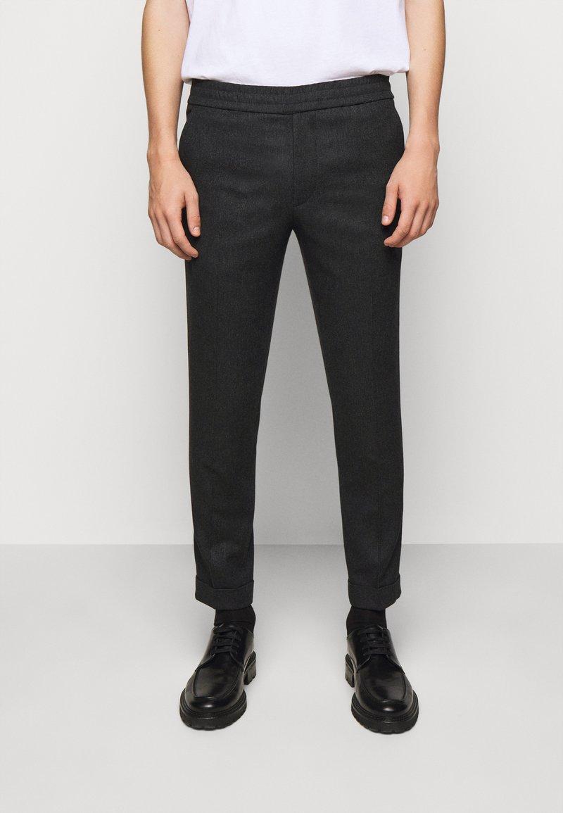 Filippa K - TERRY TROUSER - Kalhoty - dark grey
