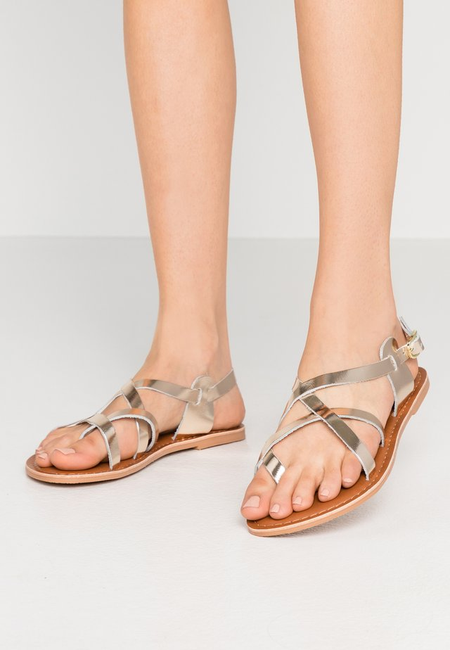 WIDE FIT JAMIE GLADIATOR - Flip Flops - gold