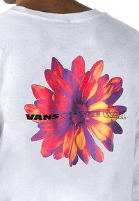 Vans - MN BLOOMING LS - Long sleeved top - white - 2