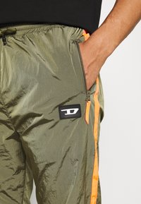 Diesel - DARLEY TROUSERS - Trainingsbroek - olive - 6