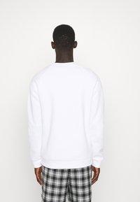 adidas Originals - ESSENTIAL CREW - Sweatshirt - white - 2