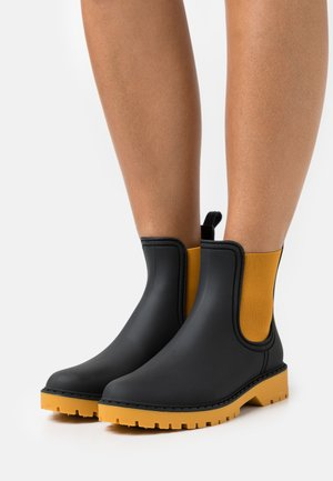 Wellies - ocre