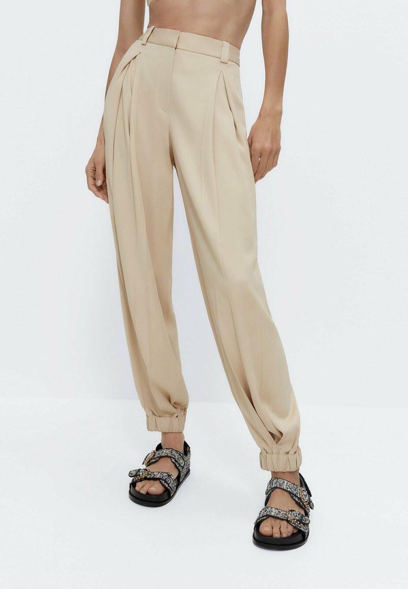 Uterqüe - Trousers - beige