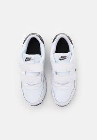 Nike Sportswear - VALIANT UNSEX - Zapatillas - white/black - 3