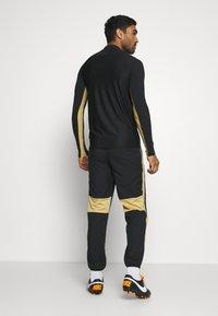 Nike Performance - DRY ACADEMY PANT - Verryttelyhousut - black/jersey gold/white - 2